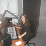 počas vysielania v rádiu